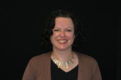 Dr Kirsten Hanna.