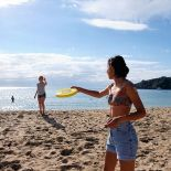Frisbee at Oneroa Beach, Waiheke-Island