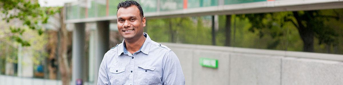 Dr Saten Kumar